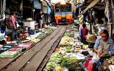 La vidéo du marché insolite de Mae klong en Thaïlande